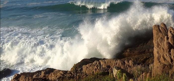 Ocean Waves crashing Sound   www.freeSoundsLibrary.com