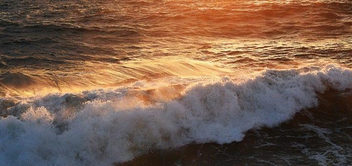 Sea Waves Crashing Sound Effect